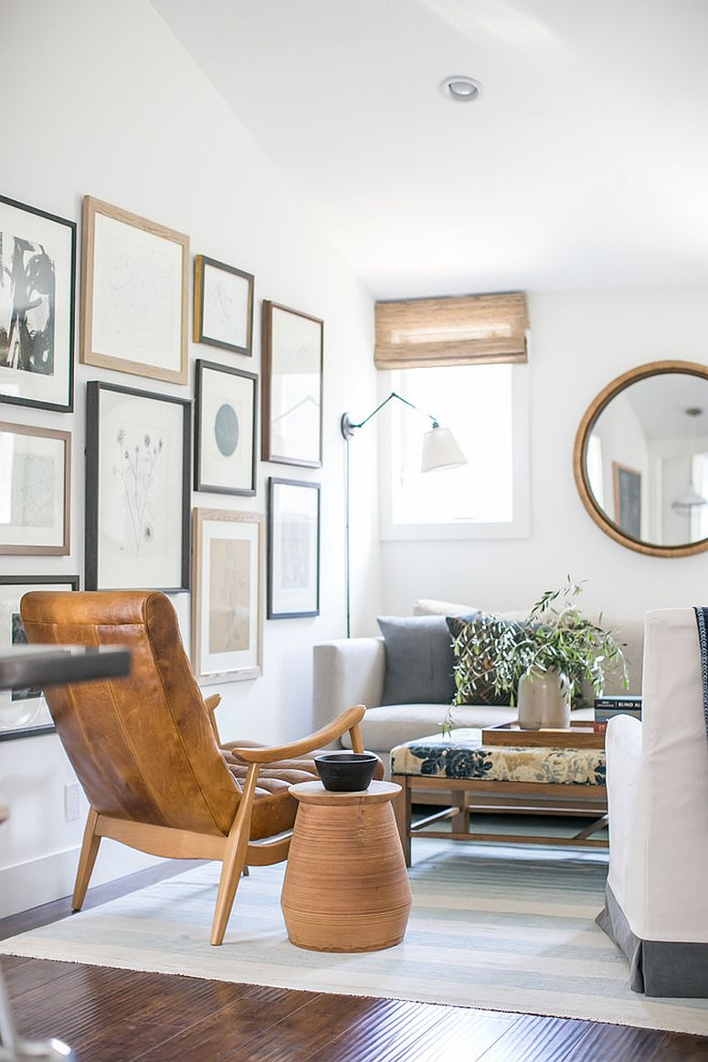 Wooden-accents-coupled-with-gallery-wall-in-the-tiny-white-living-room-89618