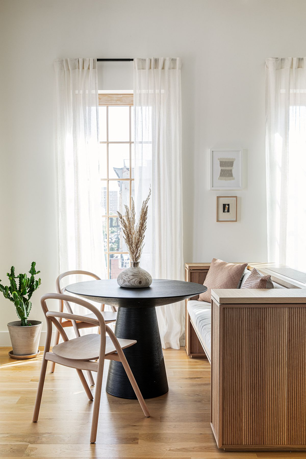 Wooden-bench-adds-additional-setaing-space-to-the-small-dining-area-with-black-round-dining-table-82152