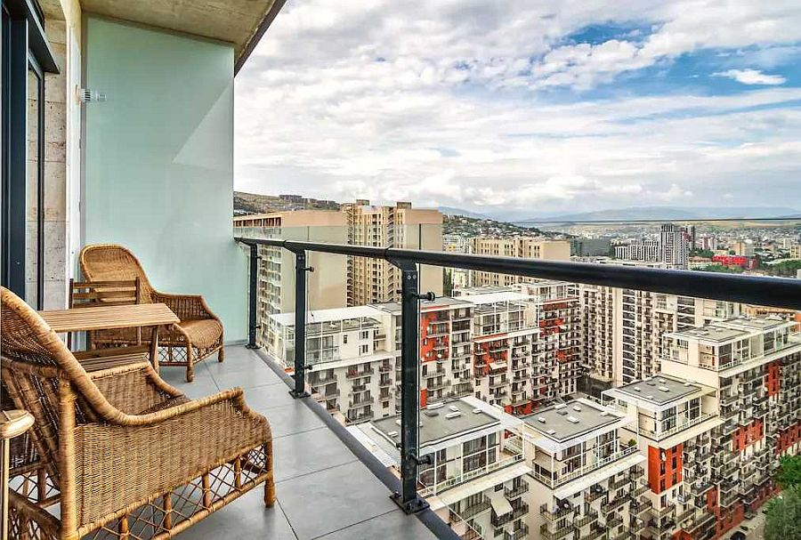 Balcony-of-the-apartment-overlooking-the-lovely-city-of-Tbilisi-65260
