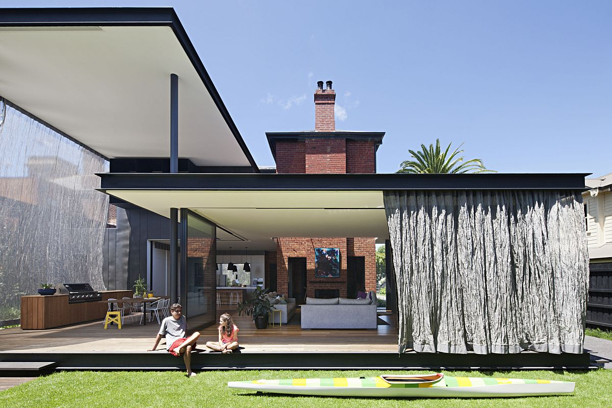 Beautifully-designed-canopies-create-a-sheltered-outdoor-space-at-this-Aussie-home-99469