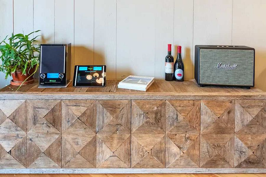 Bespoke-credenza-with-a-textured-wooden-finish-brings-pattern-to-the-setting-30192