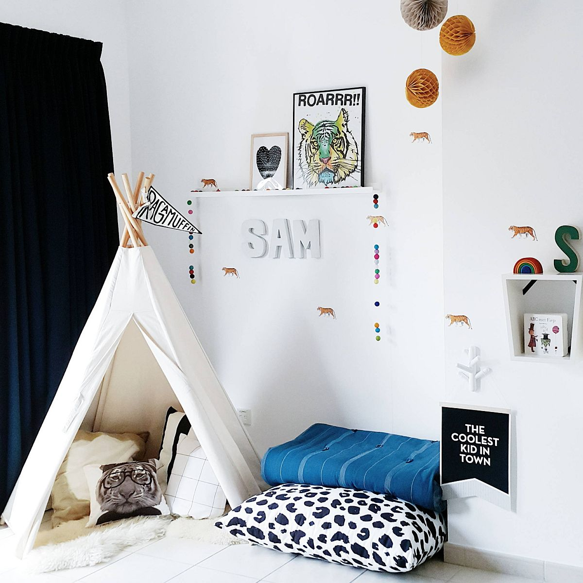 Boys-playroom-in-white-with-teepee-and-floor-cushions-is-super-easy-to-create-67306