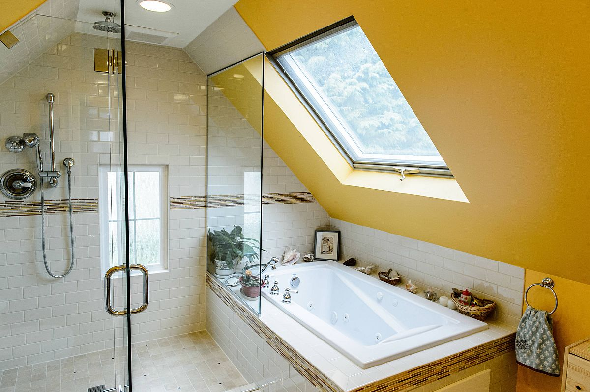 Brilliant-blend-of-yellow-and-white-in-the-small-attic-bathroom-is-an-absolute-showstopper-46975