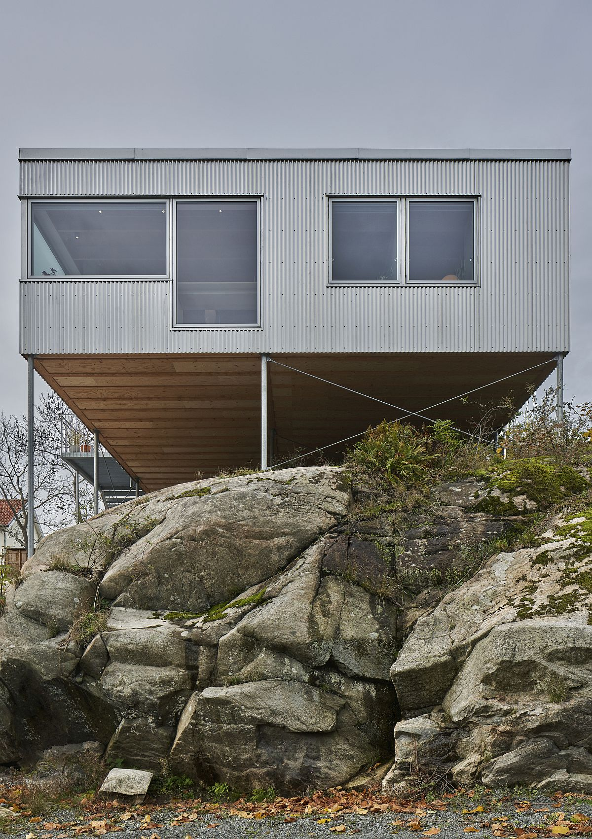 Cantilevered home leaves the largely irregular plot untouched thanks to the use of slim pillars
