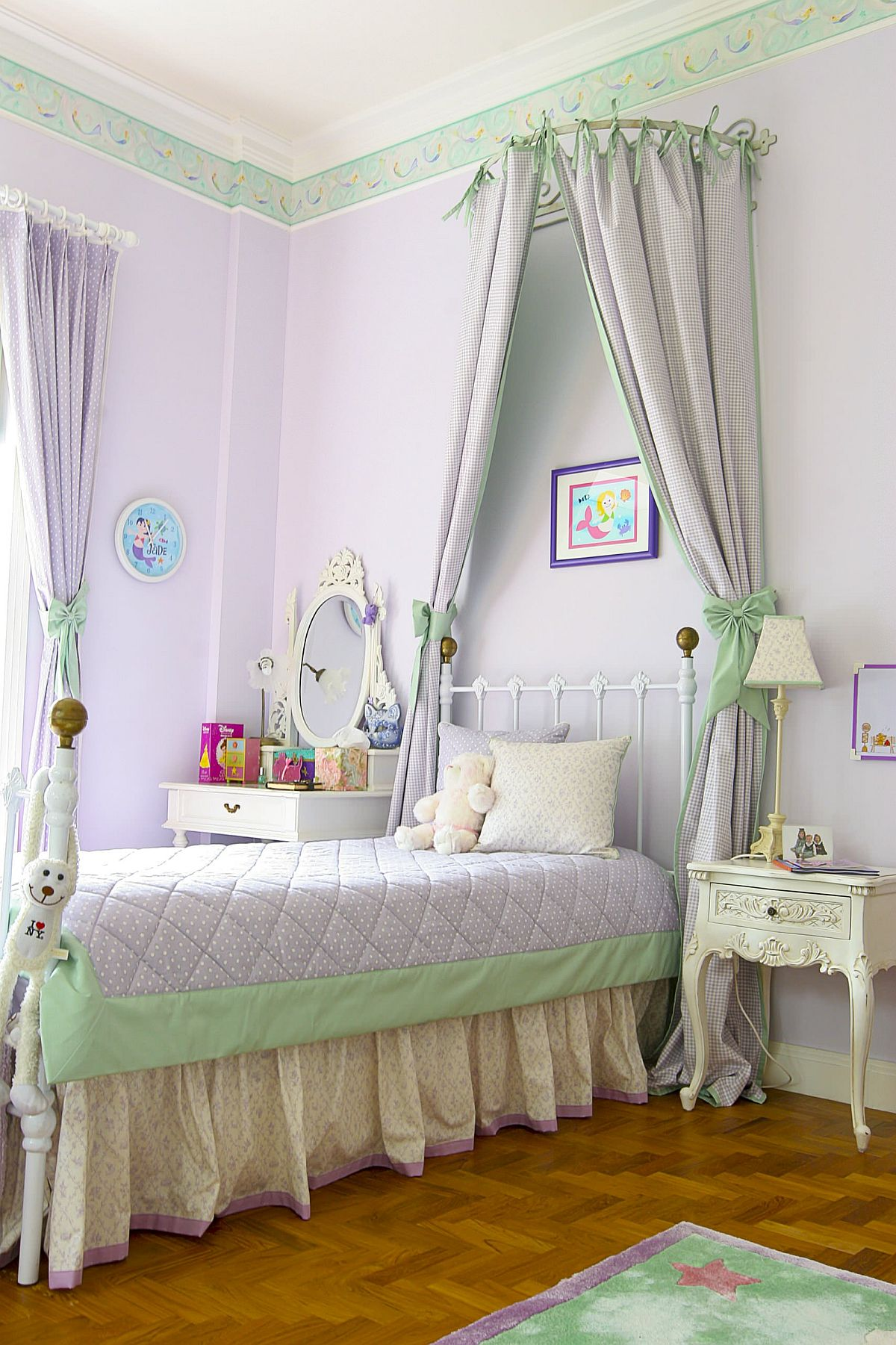 Captivating pastel violet backdrop coupled with pastel green in the spacious kids' room