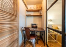 Clever-idea-turns-the-tiny-niche-in-the-hallway-into-a-beautiful-home-office-64994-217x155