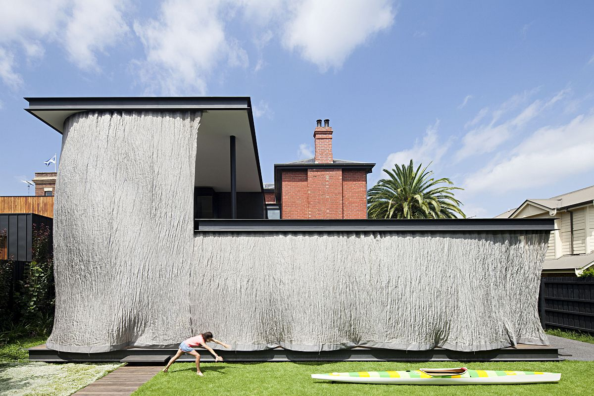 Completely-covered-outdoor-space-keeps-out-hot-sun-at-this-Melbourne-home-91649