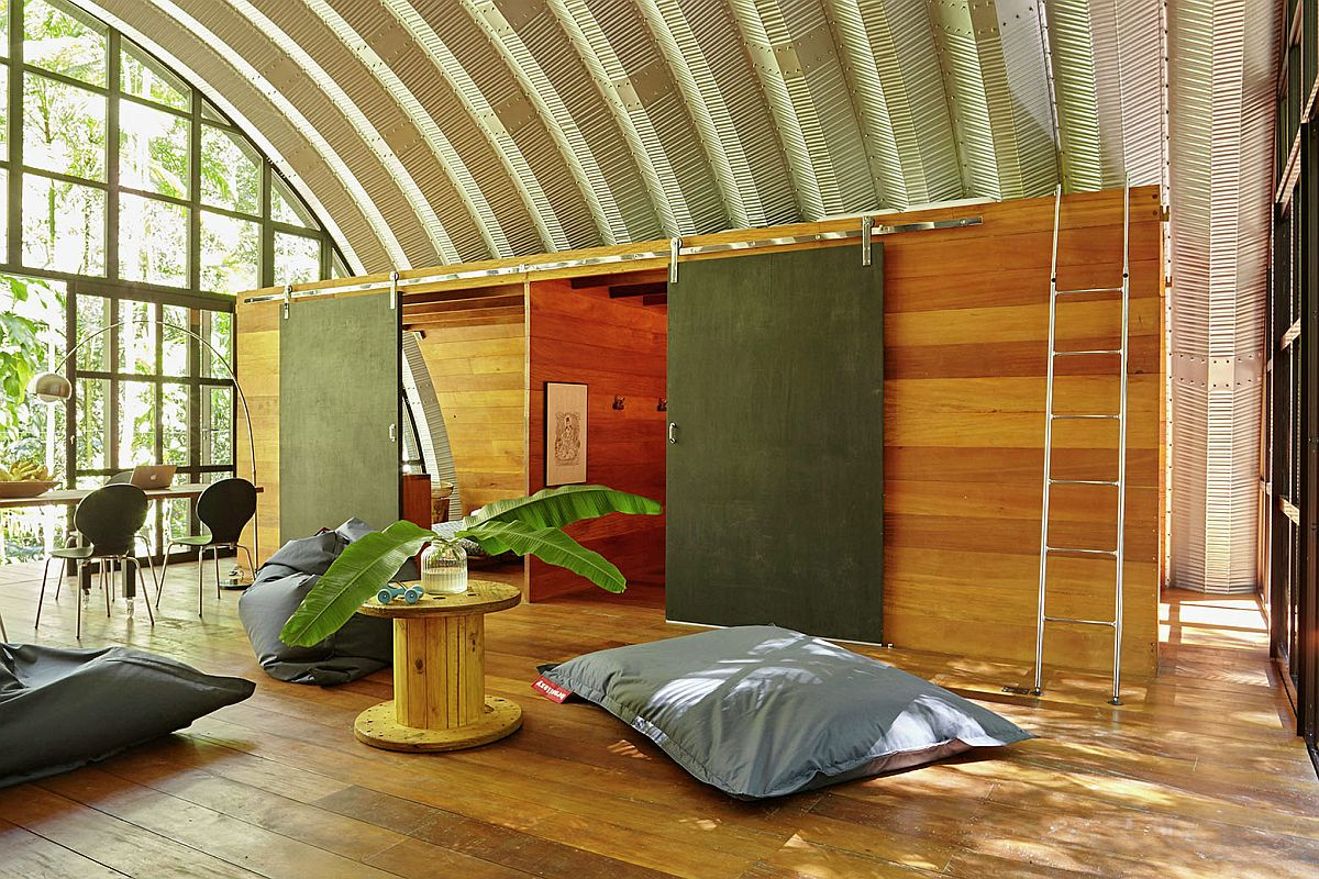 Creating a modern and sustainable home in the middle of a rainforest