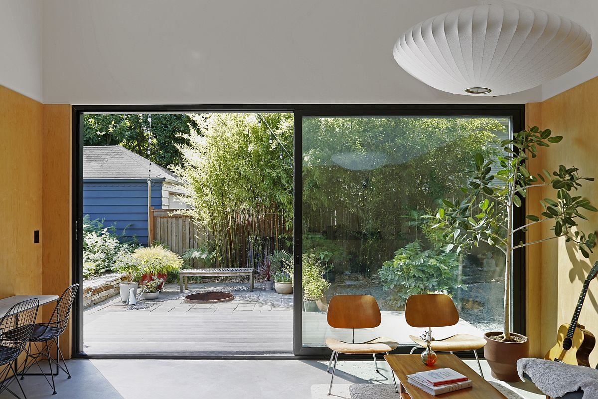 Creating smart connectivity between the living area and the garden using sliding glass doors