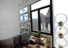 Giant-DIY-window-picure-frame-takes-absolutely-no-time-to-make-61233-217x155