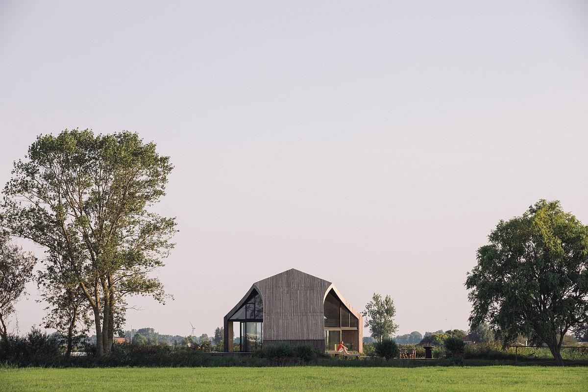 Island-landscape-surrounds-the-beautiful-vacation-home-in-Netherlands-37168
