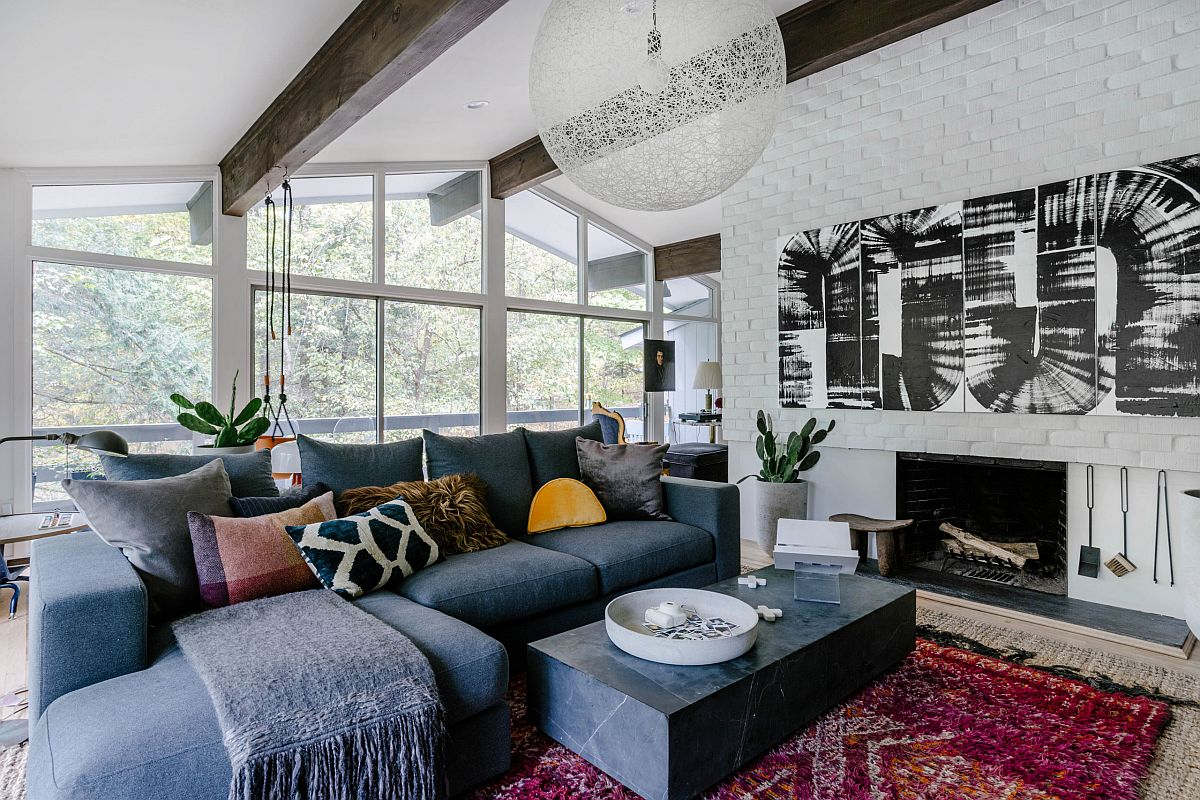 Moooi Non-random pendant light in the living room steals the show