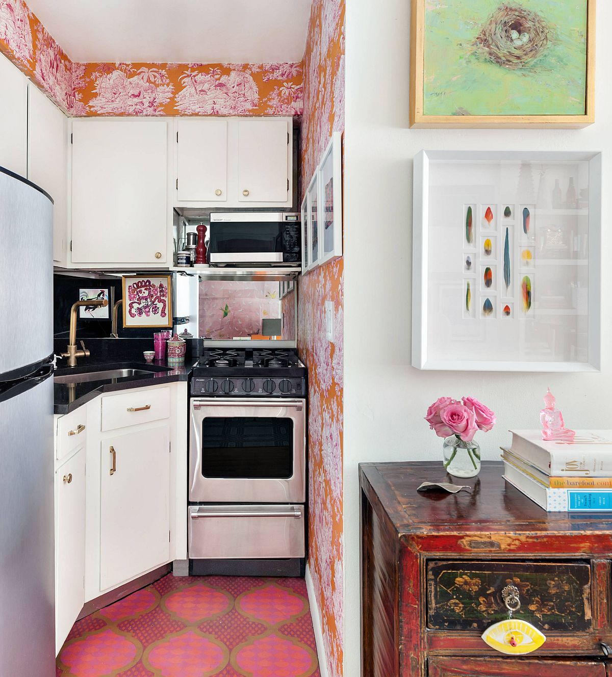 Orange-colored-wallpaper-used-to-delineate-the-small-kitchen-in-corner-with-eclectic-style-98260