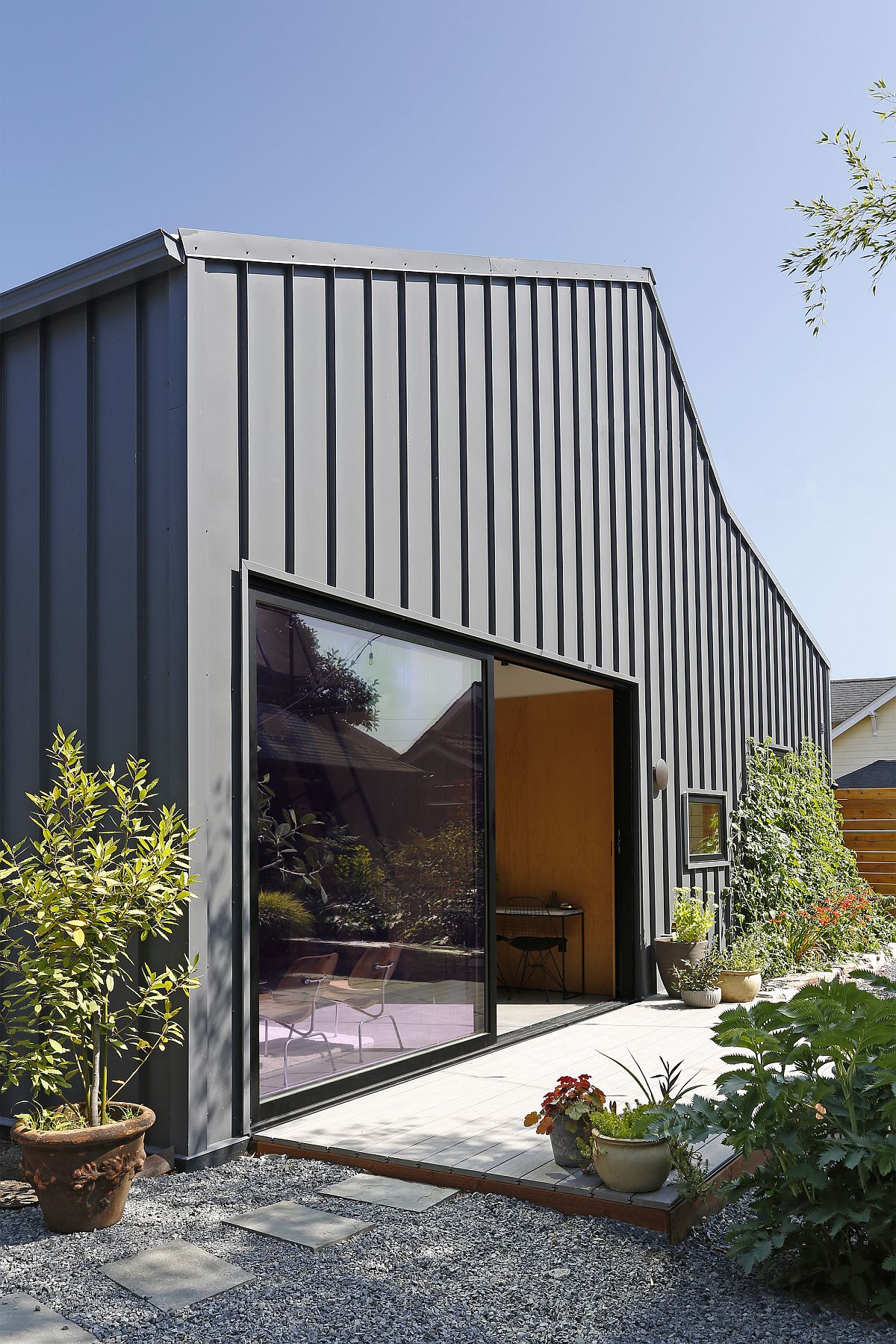 Overall design of the backyard house gives it a modern midcentury vibe