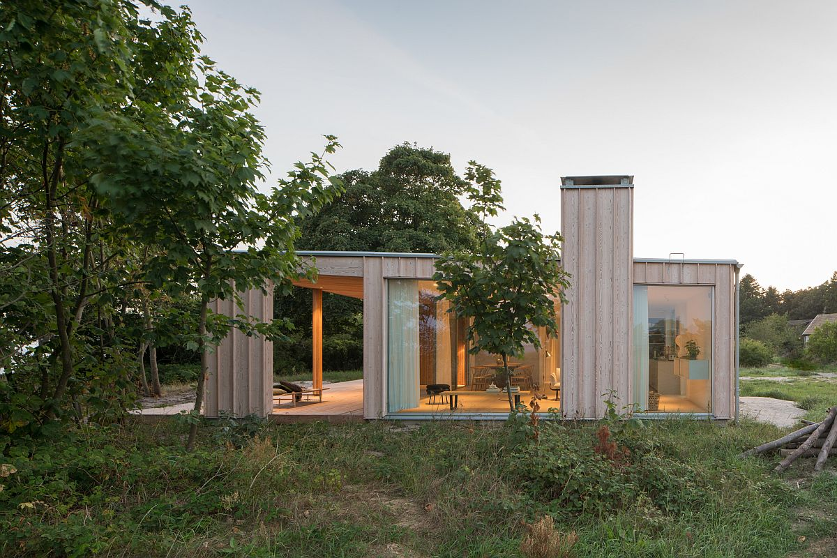Simple and elegant exterior of the Summerhouse H with contemporary style