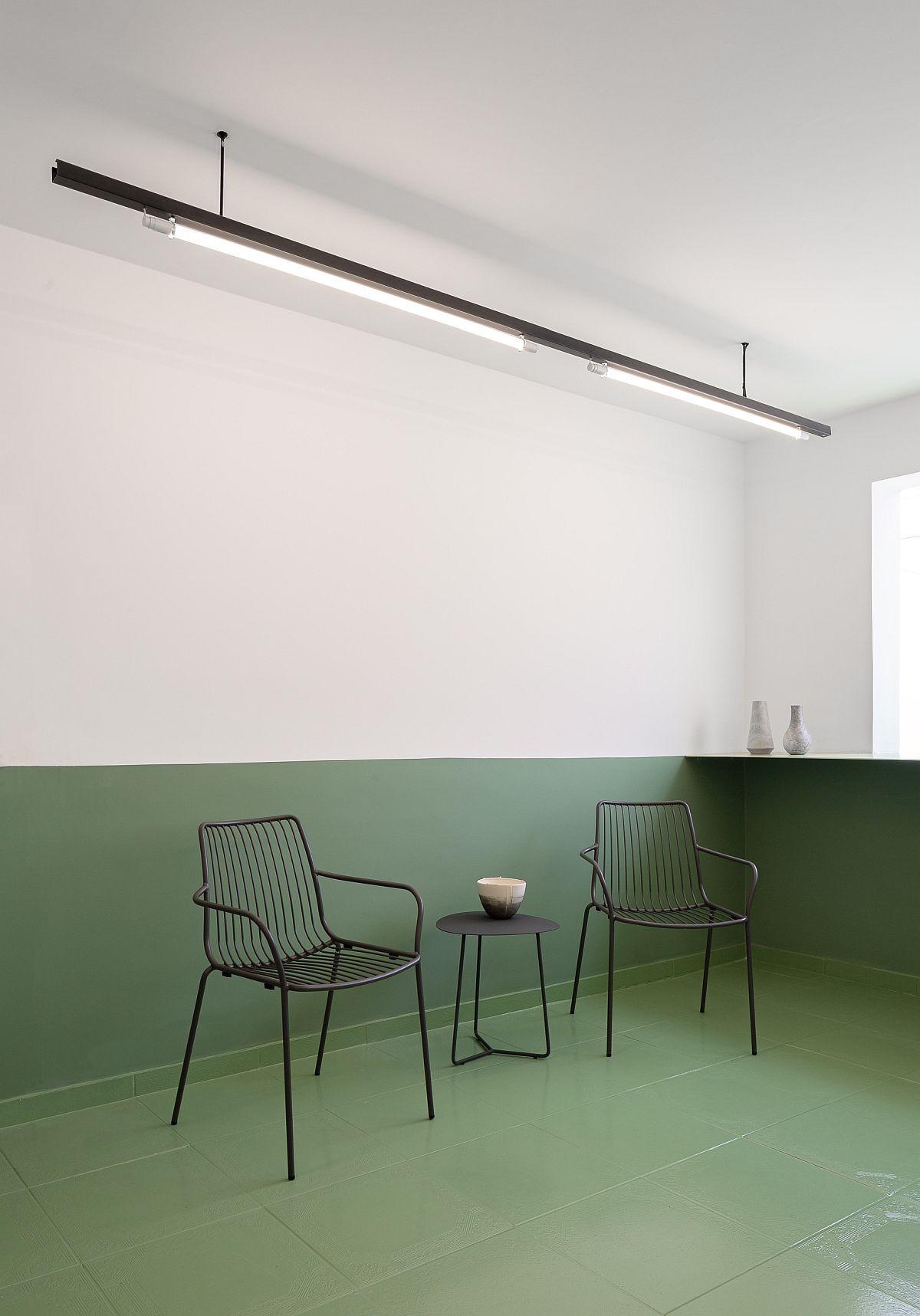 Slim-and-stylish-lighting-inside-the-modern-minimal-restaurant-63787