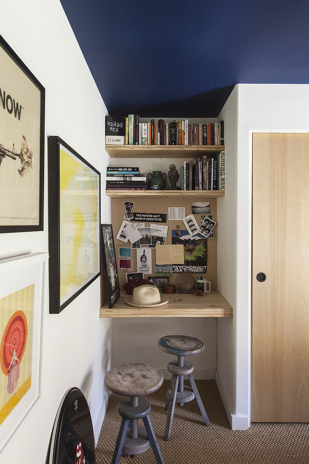 Small DIY home workspace idea in the bedroom niche crafted using just a wooden plank