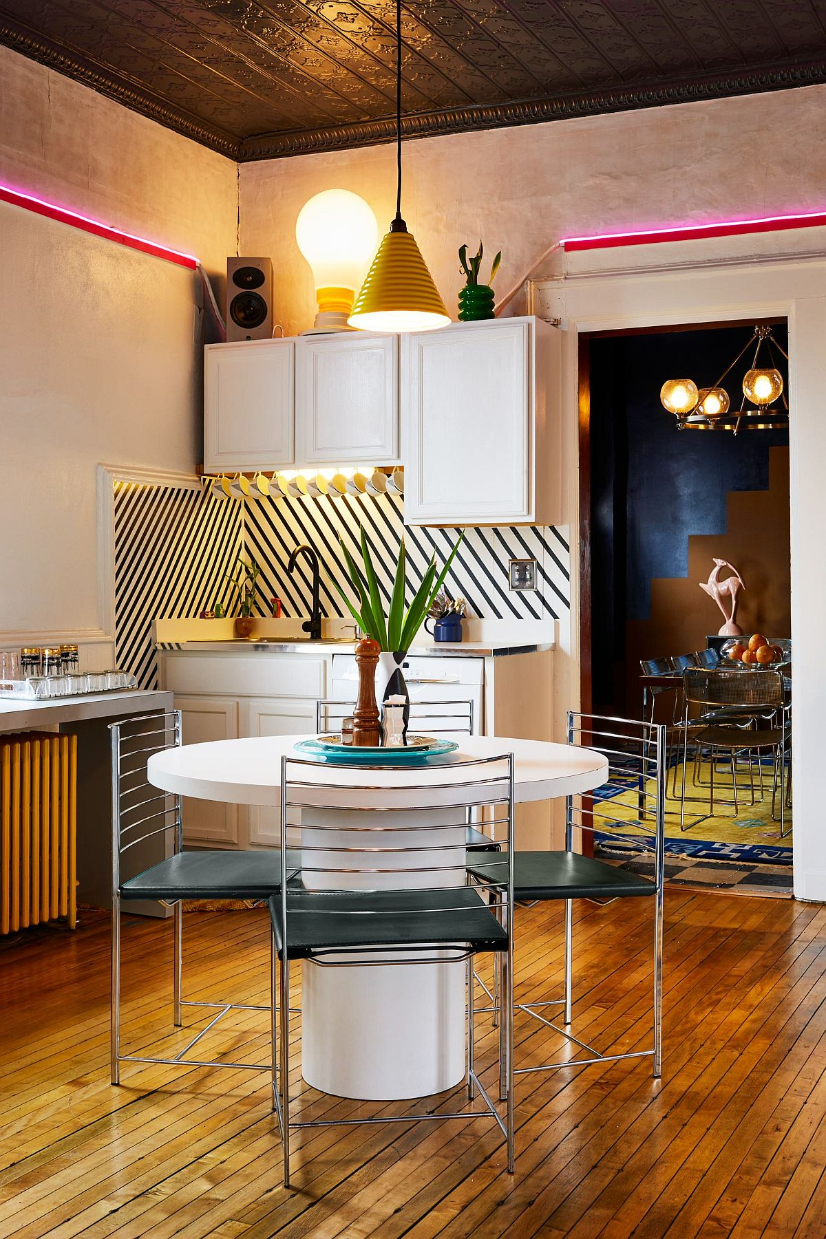 Small-eat-in-eclectic-kitchen-combines-geometric-pattern-with-a-dash-of-color-14546