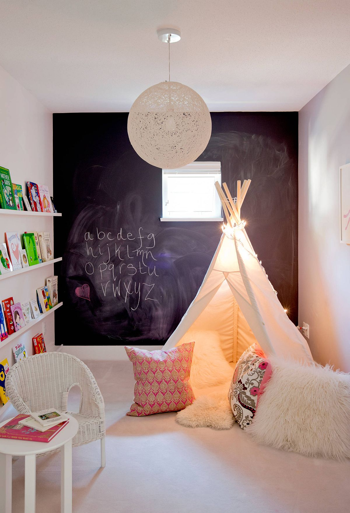 Small-eclectic-style-kids-playroom-with-chalkboard-wall-and-carpeted-floor-16289