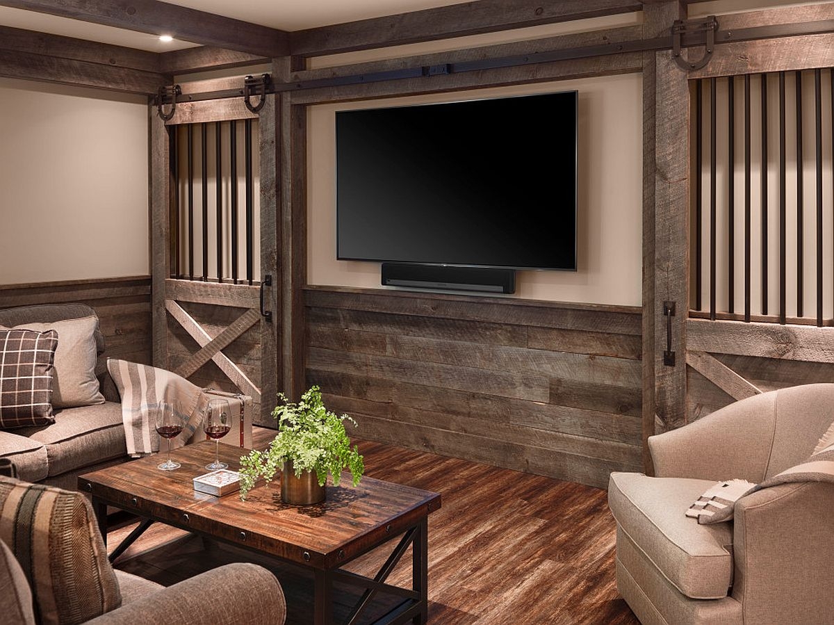 Small farmhouse home theater with walls draped in wood