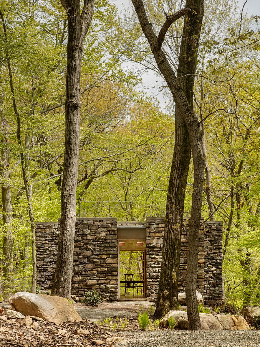 Small writer's studio in Connecticut is surrounded by nature and offers ample privacy
