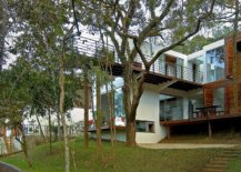 Stunning-walkway-extends-into-the-forest-canopy-as-it-cantilevers-9-meters-above-ground-59118-217x155
