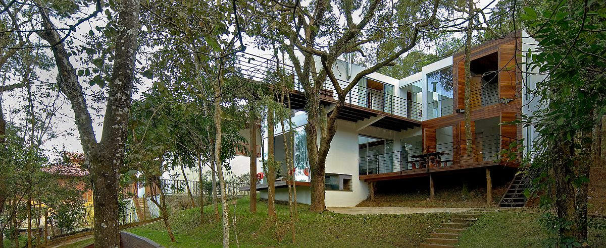 Stunning-walkway-extends-into-the-forest-canopy-as-it-cantilevers-9-meters-above-ground-59118