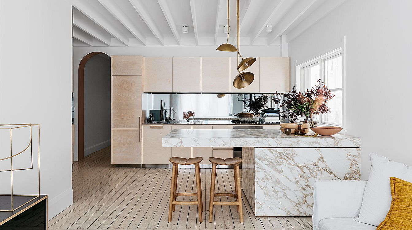 Spacious 1940?s Beachside Apartment Finds New Expression with Polished Sheen