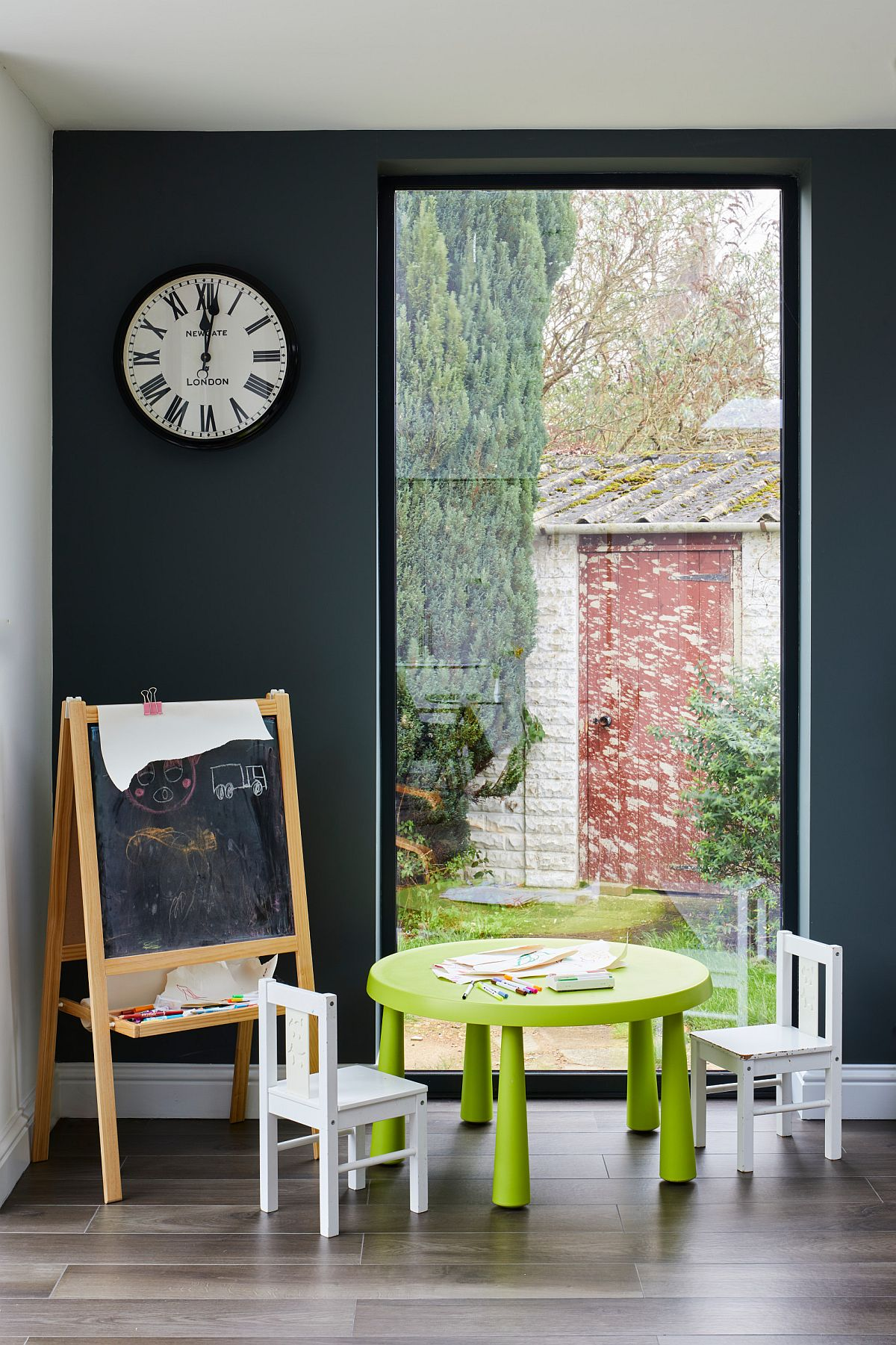 Turn-any-corner-in-the-kids-bedroom-or-nuresry-into-playarea-with-custom-decor-and-a-small-blackboard-77217