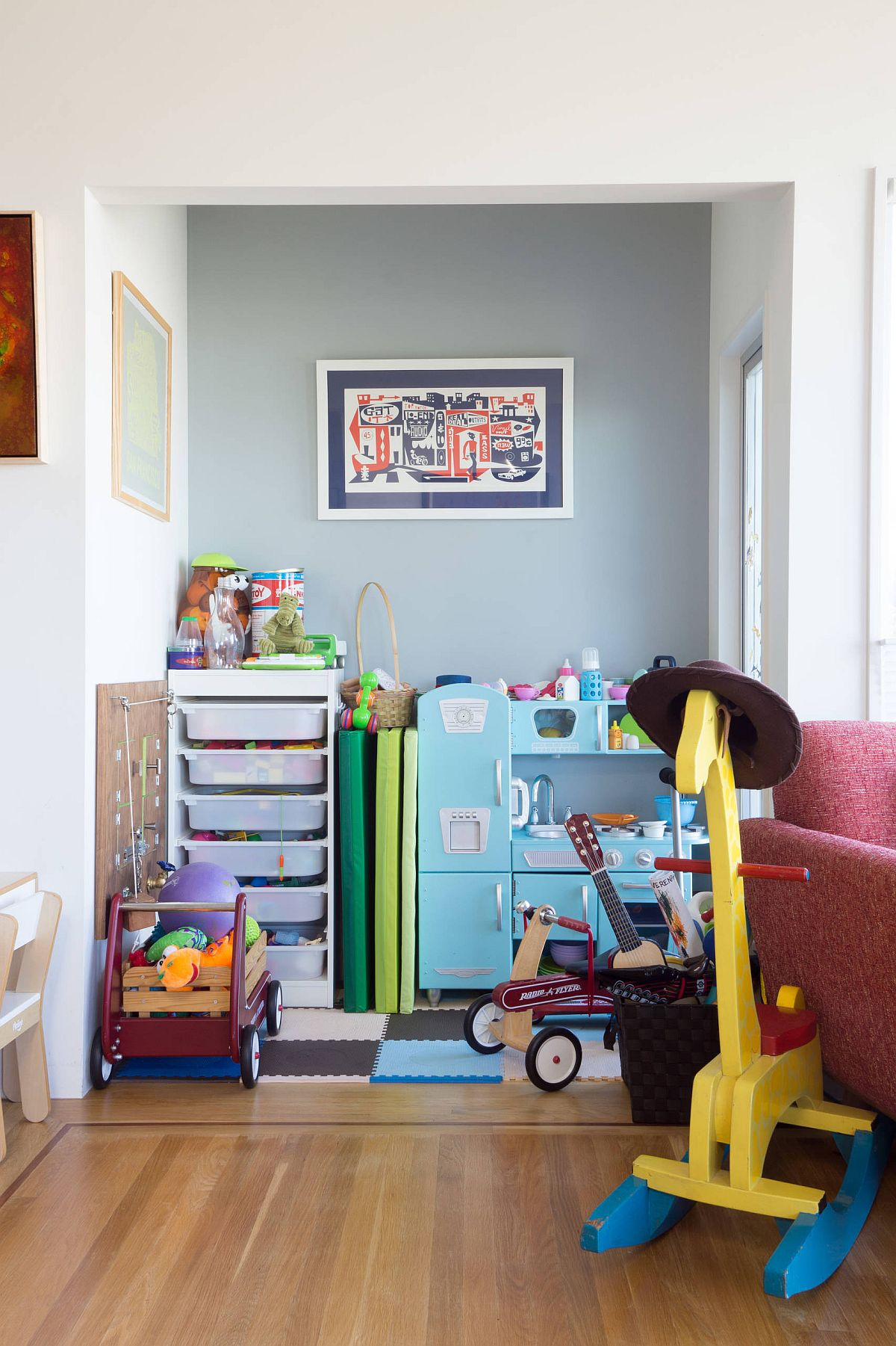 Turn-the-corner-in-the-kids-bedroom-into-a-small-playarea-this-Spring-16461