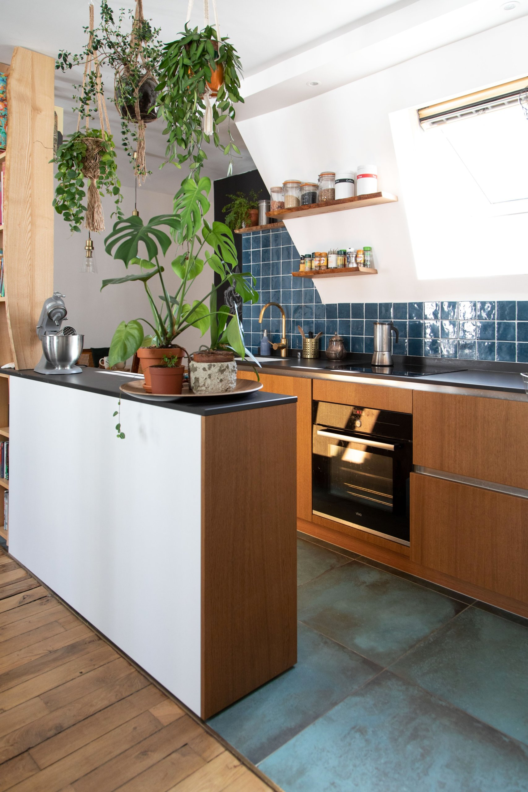 U-shaped-eclectic-kitchen-with-white-and-blue-tiles-and-wooden-cabinets-66363-scaled