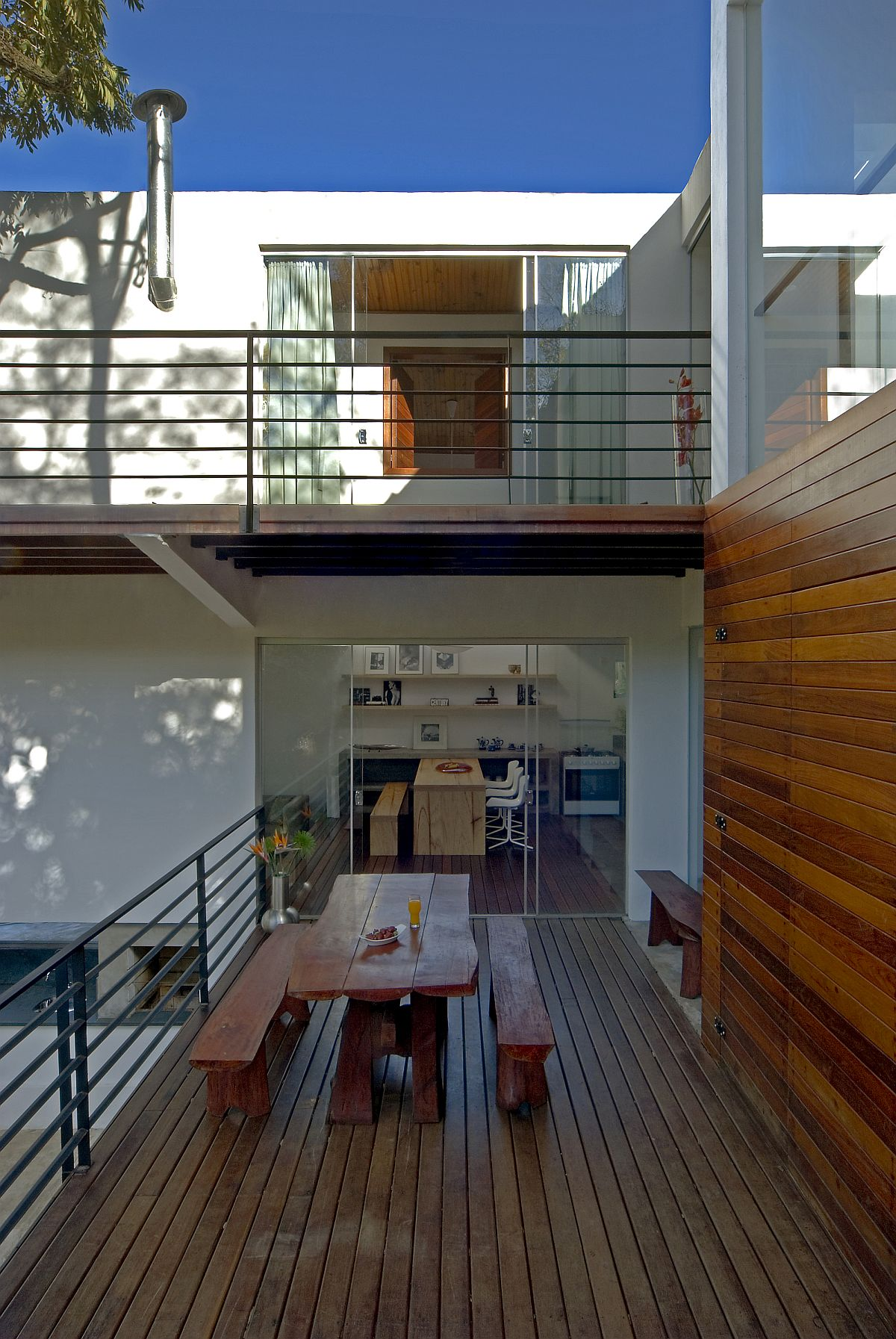 Wooden decks integrate different blocks of the house and also offer outdoor spaces