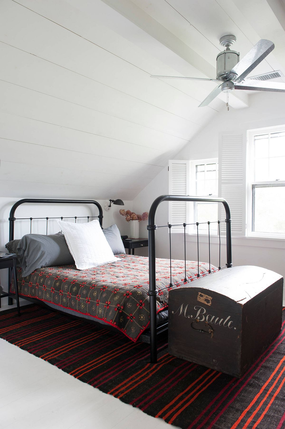 Attic-level-bedroom-of-the-New-York-home-with-modern-farmhouse-style-and-a-bright-rug-40312