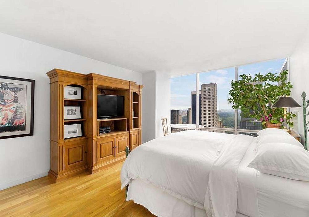 Awesome-Central-Park-views-await-inside-this-small-bedroom-of-the-apartment-with-plenty-of-floor-to-ceiling-glass-walls-28322