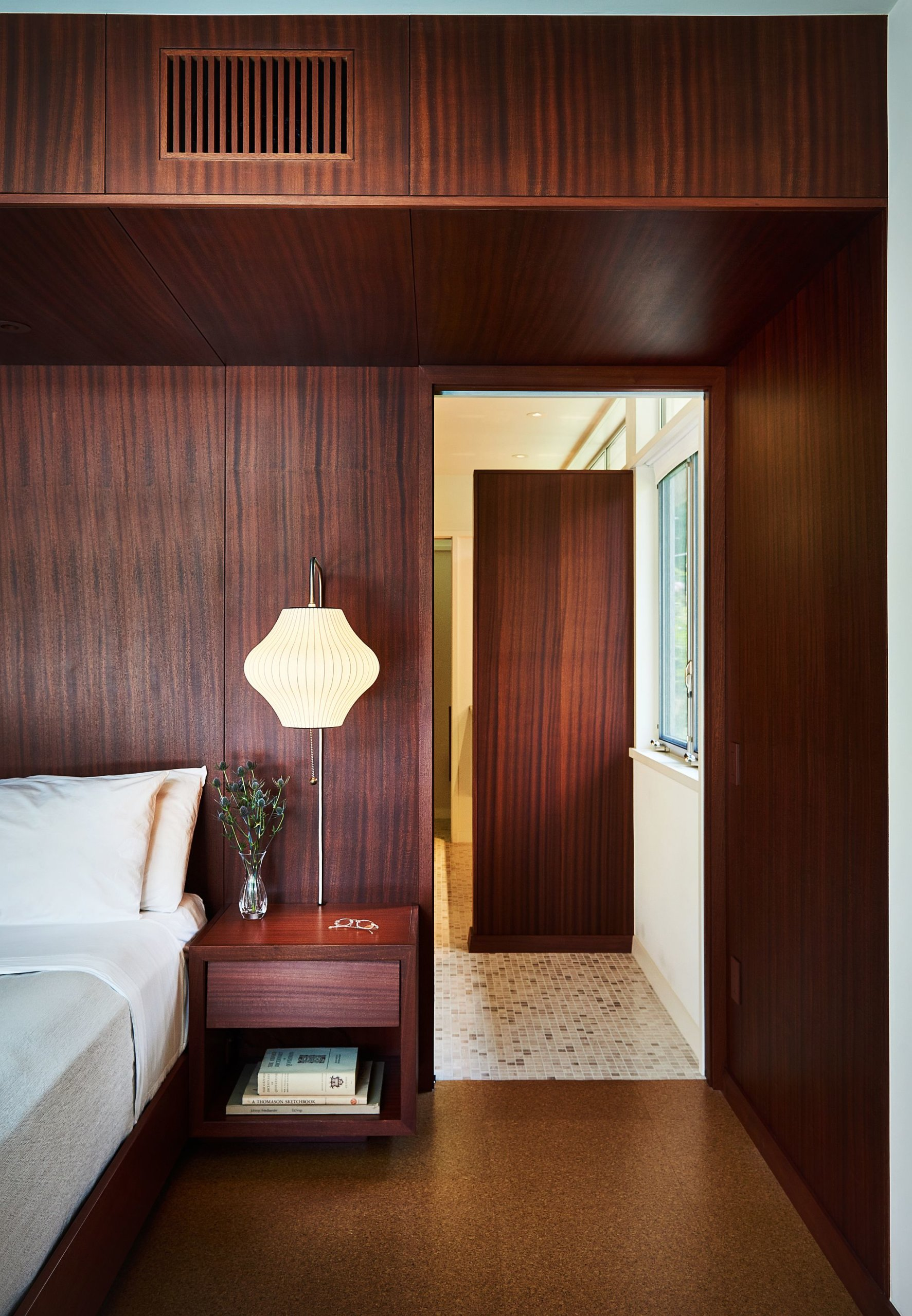 Bedroom walls draped in wood present a picture of opulence and midcentury modern appeal