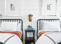 Beds-with-iron-frame-enhance-the-traditional-racnch-style-of-the-bedroom-in-white-84036-217x155