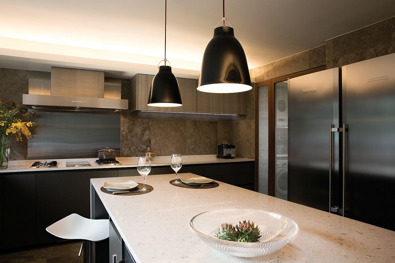 Black-pendants-lights-for-the-modern-kitchen-island-54340