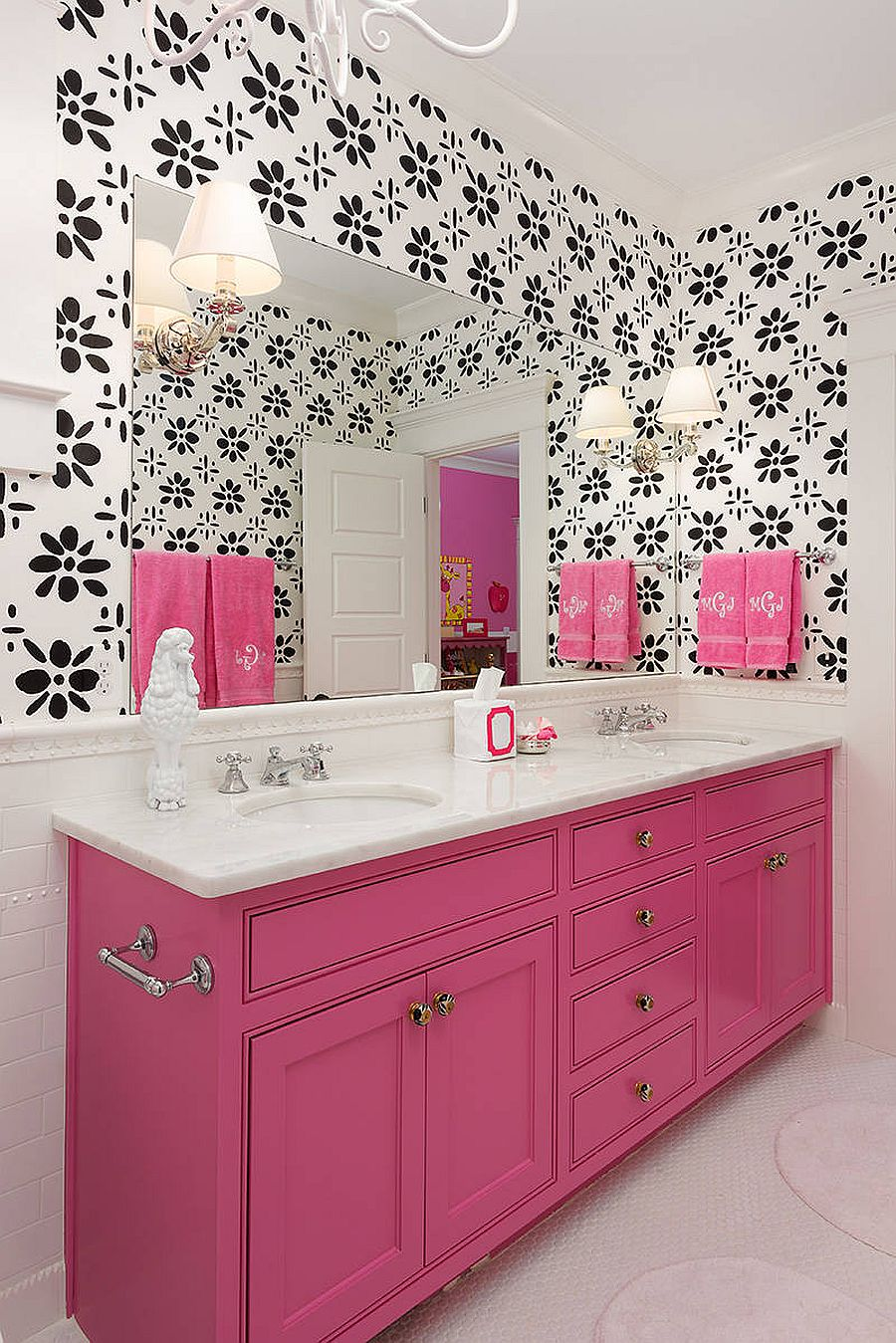 Classy blend of black, white and pink in the bathroom