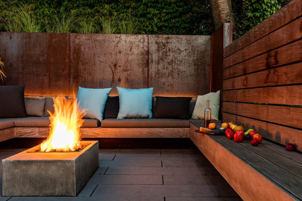 Cozy-conversation-pit-with-fireplace-at-its-heart-and-a-green-wall-all-around-84644
