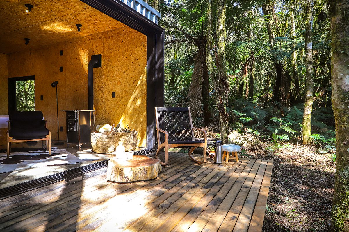 Cozy-wooden-panels-and-deck-add-a-more-naural-vibe-to-the-cabin-style-vacation-home-74009