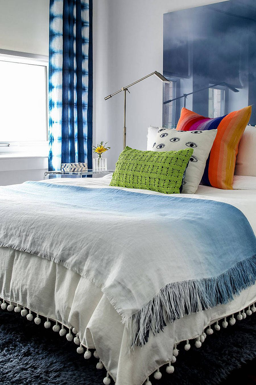 Custom-backdrop-in-lucite-adds-both-color-and-gloss-to-the-small-modern-bedroom-17778