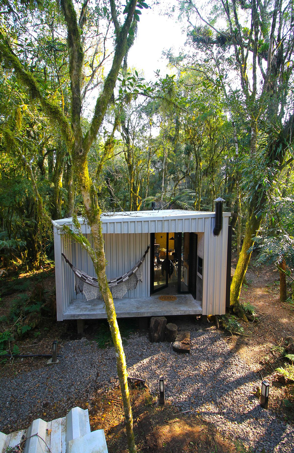 Custom-prefabs-assembled-on-site-leave-the-lot-undisturbed-70480