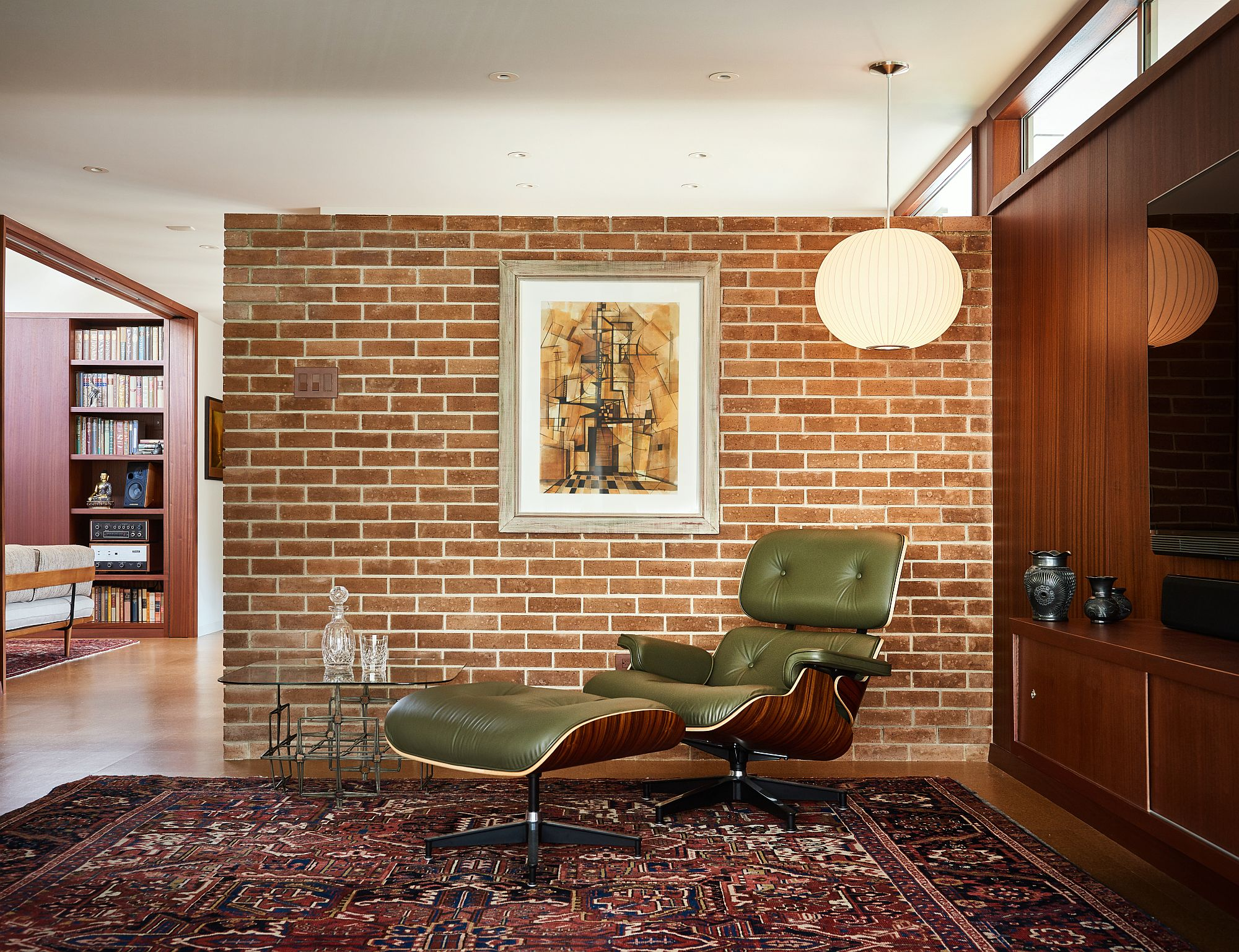 Eames Lounger in the living room accentuates the appeal of the living space