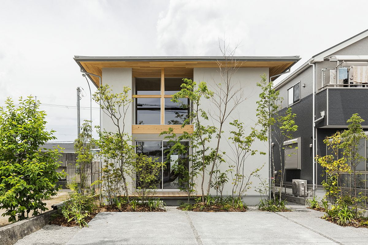 Facade of the house along the road combines privacy with right amount of ventilation