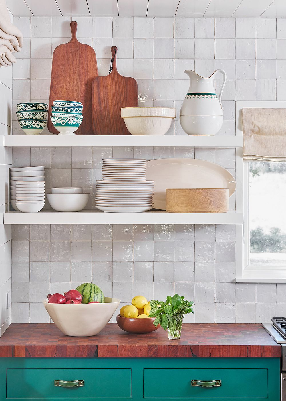 Floating shelves in the kitchen corner save space with ease