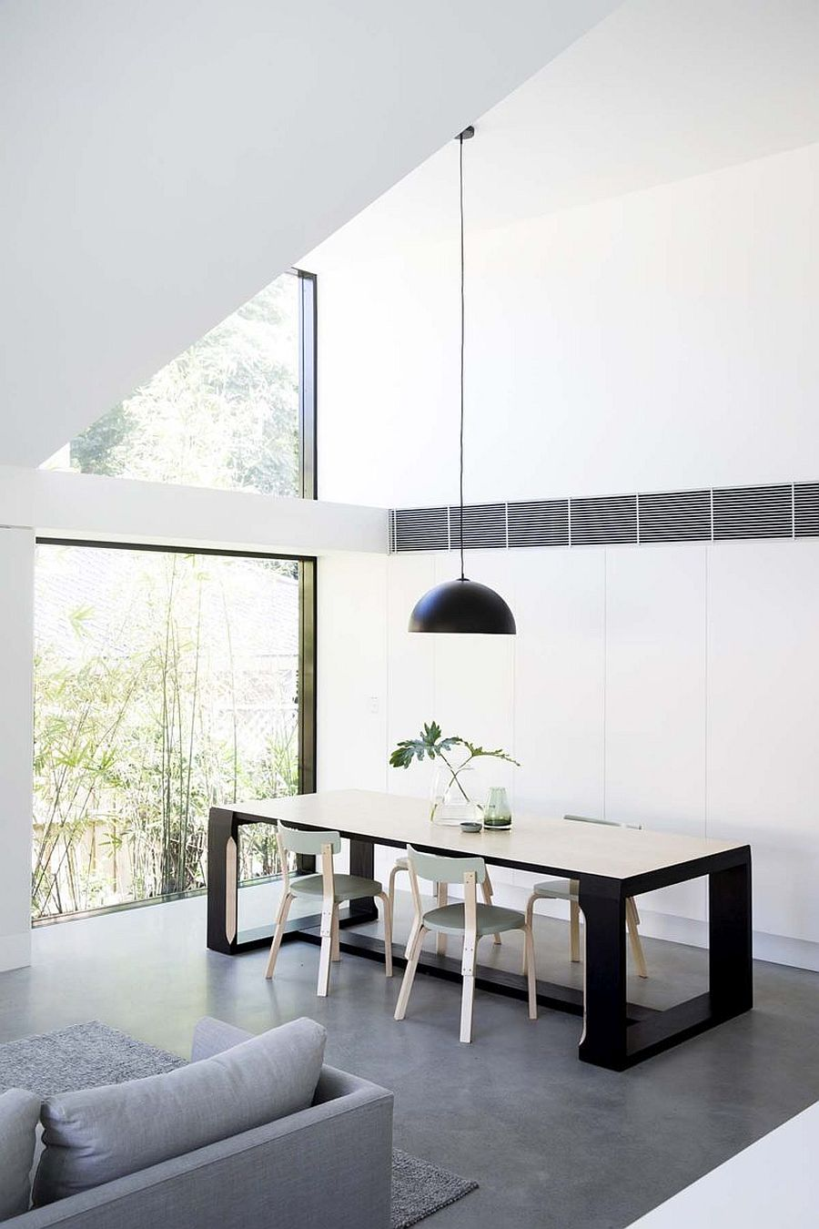 Glass-walls-and-sliding-glass-doors-bring-a-flood-of-natural-light-into-the-new-extension-34411