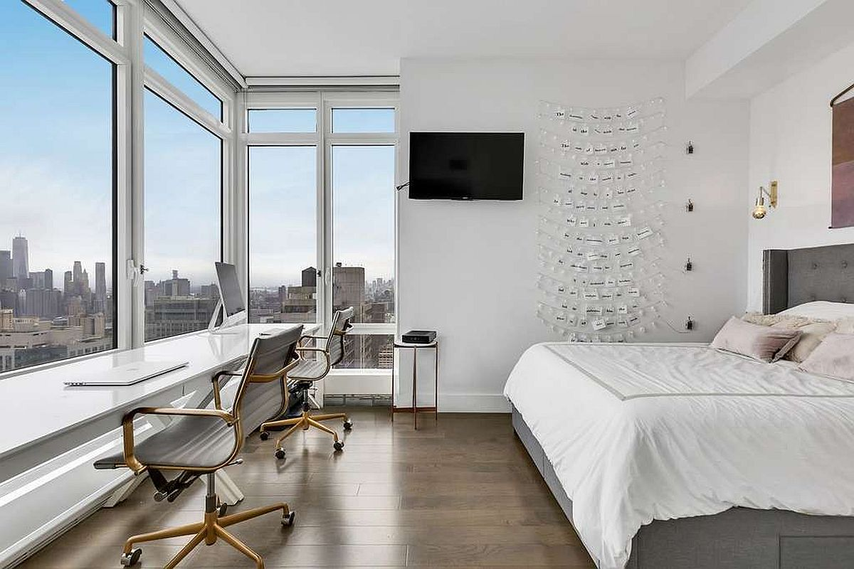 Glass-walls-in-the-bedroom-bring-iconic-skyline-of-New-York-City-indoors-35747