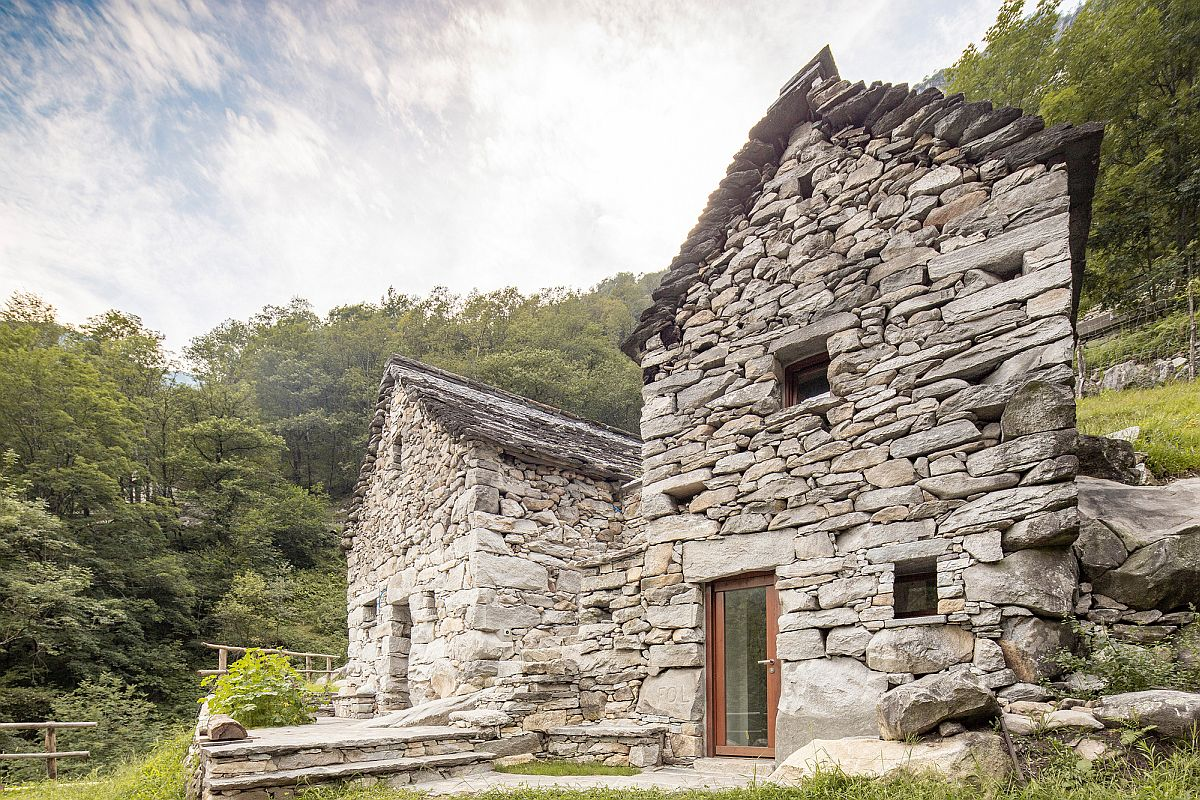 Gorgeous-stone-walls-of-the-animal-barns-built-in-1850-still-stand-proudly-as-the-hold-a-new-holiday-home-16939