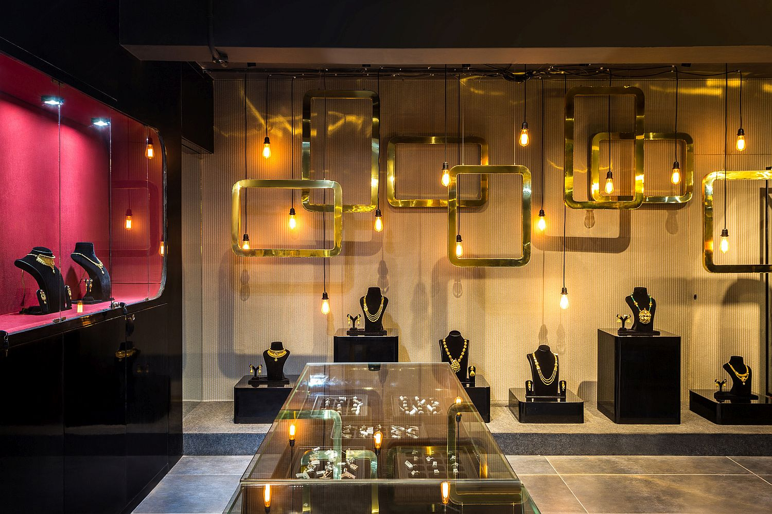 Rain Of Gold Stunning Jewelry Store Enchants In Breathtaking Black And Gold