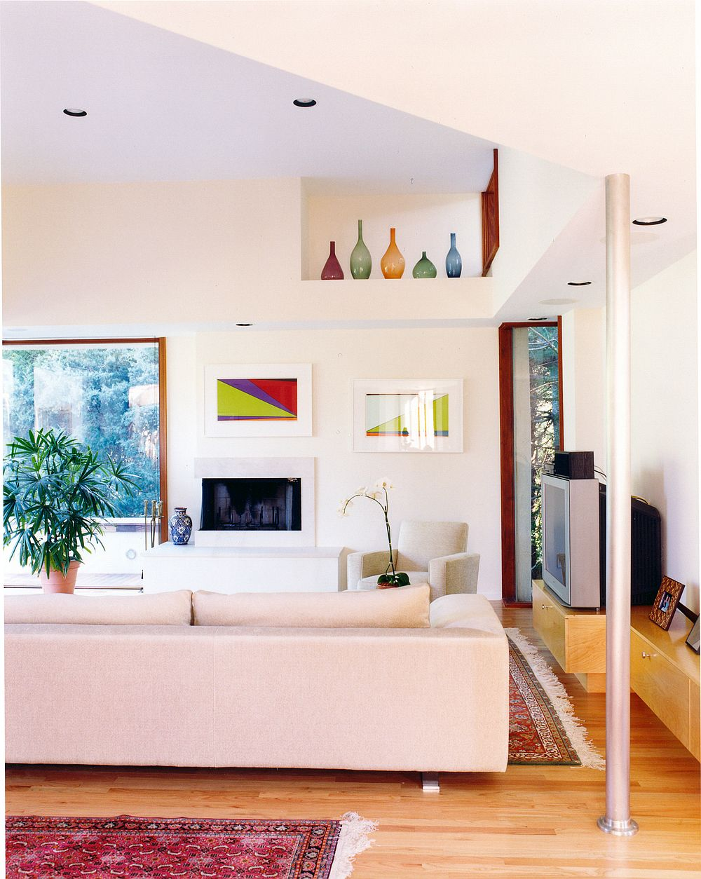 Interesting pops of accent colors added to the living area with rugs and vases